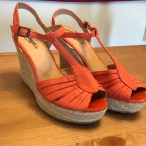 Candie's Salmon Canvas Wedges - Size 9